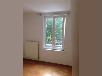 Appartager BE - Maison avec Jardinet pour deux étudiants ou jeune couple, Auderghem-Oudergem - 600 € pm