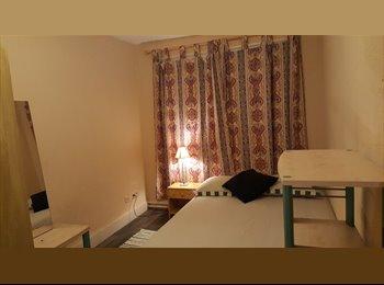 Appartager BE - Chambre chez l'habitant , Saint-Ghislain - 250 € pm