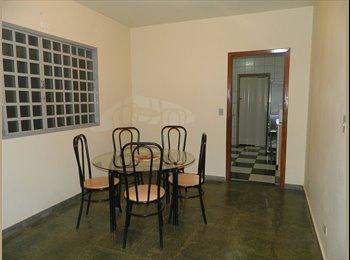 EasyQuarto BR - Aluguel de quarto para rapazes estudantes e profissionais, Maringá - R$ 390 Por mês