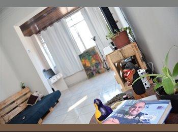 EasyQuarto BR - Aluga-se quarto grande em Copacabana (acesso à cobertura), Copacabana - R$ 1.800 Por mês