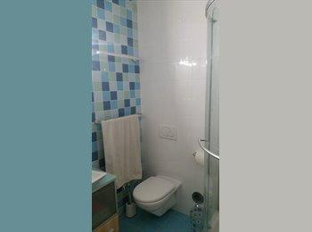 EasyWG CH - Chambre à louer dans duplex avec grande terrasse , Genève - 950 CHF / Mois