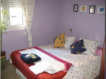 EasyPiso ES - Habitacion exterior con cama de matrimonio. A partir/from/desde del 1 de Julio, L'hospitalet - 400 € por mes