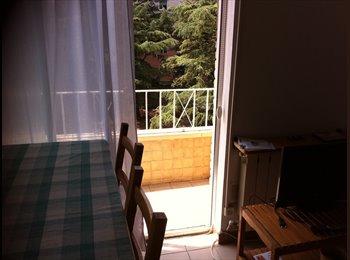EasyPiso ES - 3 habitaciones en piso compartido en terrassa, Badalona - 250 € por mes