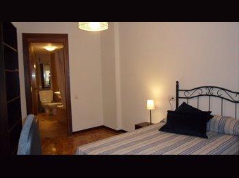EasyPiso ES -  Disponible habitación con baño privado en pleno centro de León, León - 180 € por mes