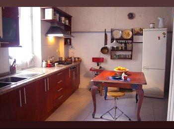 EasyPiso ES - Habitaciones en piso muy céntrico y tranquilo, Granada - 350 € por mes