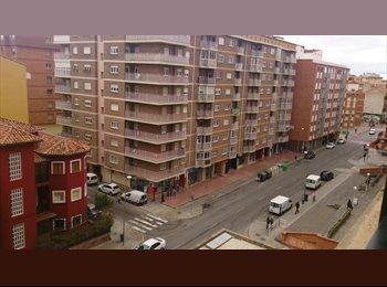 EasyPiso ES - compartiria piso en ensanche. preferiblemente no fumador , Teruel - 180 € por mes