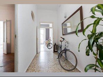 EasyPiso ES - Habitación doble con salón privado y balcón luminoso , Centro Ciudad - 700 € por mes