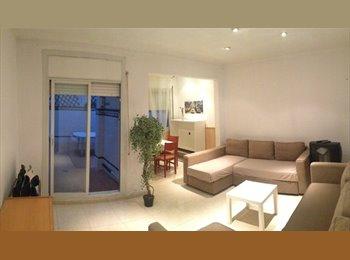 EasyPiso ES - Habitación grande en piso compartido con patio, Gràcia - 500 € por mes