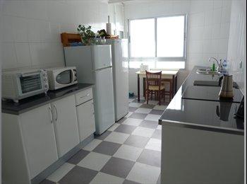 EasyPiso ES - habitación en Nervión, Sevilla - 220 € por mes