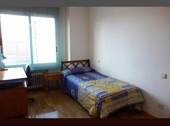 EasyPiso ES - Habitación para estudiante en Valdebernardo, San Blas - 330 € por mes