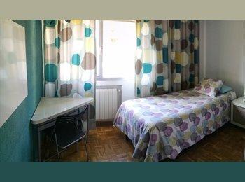 EasyPiso ES - Habitación+limpieza semanal. También 125€/semana - 20€/noche, Fuencarral - 350 € por mes