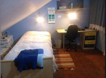 EasyPiso ES - Habitación Abuhardillada en Casa Cordobesa, Centro-Downtown, Córdoba - 295 € por mes
