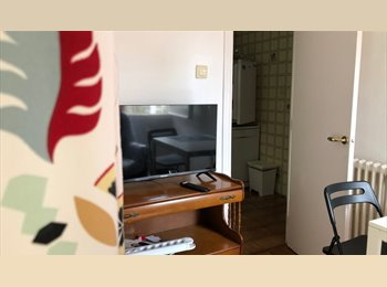EasyPiso ES - Habitación con baño rodeada de jardin, Castelldefels - 460 € por mes