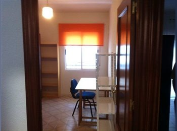 EasyPiso ES - Piso luminoso en el centro cerca de traducción, Granada - 550 € por mes