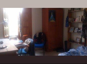 EasyPiso ES - Habitación súper luminosa disponible!, Granada - 216 € por mes