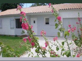 Appartager FR -  Maison à 800 m de l'université de La Rochelle et 2 km du centre ville    WIFI, Aytré - 380 € /Mois