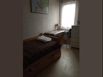 Appartager FR -  Propose hébergement chez l'habitant (femme), Montreuil - 550 € /Mois