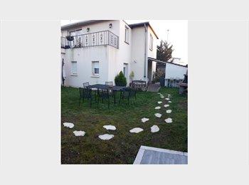 Appartager FR - location très grande chambre à la semaine, Bondy - 550 € /Mois
