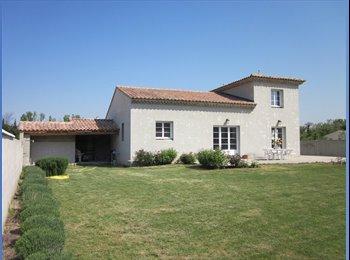 Appartager FR - Loue chambre dans une belle villa, Monteux - 360 € /Mois