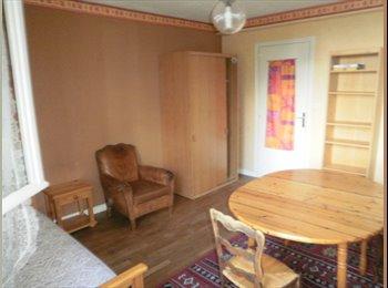 Appartager FR -  Belle chambre  meublée près   commerces LA HARPE  FAC, Rennes - 250 € /Mois