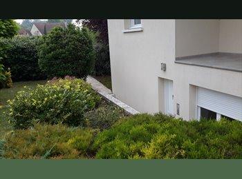 Appartager FR - coloc avec chambre  meublée, wc douche privatives., Champigny - 295 € /Mois