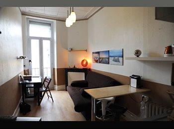 Appartager FR - Studio meublé et décoré avec Wifi inclus, Bordeaux - 480 € /Mois