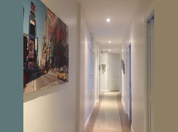Appartager FR - Colocation conviviale dans un  grand appartement confortable au calme, Cannes - 570 € /Mois