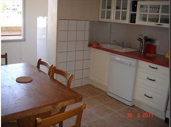 Appartager FR - Dispo 3 belles chambres meublées à St Martin d'Hères, Grenoble - 370 € /Mois