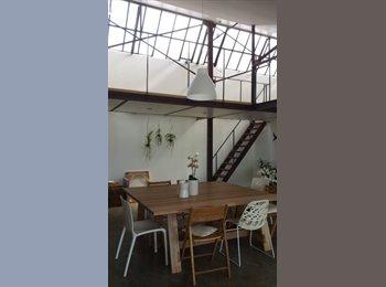 Appartager FR - chambre 16 m2 chez l'habitant dans un loft, Les Lilas - 650 € /Mois