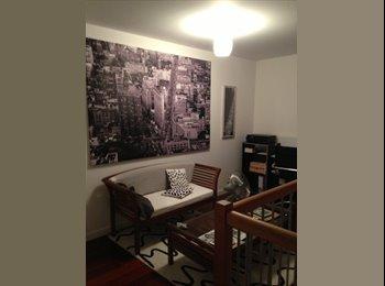Appartager FR - chambre 14m2 dans duplex 140m2 avec 2 terrasses, Champagne-au-Mont-d'Or - 450 € /Mois