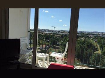 Appartager FR - chambres disponibles saison ete  salariés, stagiaires et etudiants, La Rochelle - 400 € /Mois