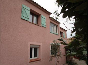 Appartager FR - Grand appartement dans villa à Sanary, Sanary-sur-Mer - 450 € /Mois