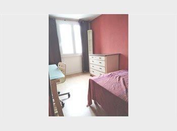 Appartager FR - Chambre 12m2, 2 arrêts tram Campus et centre ville, Grenoble - 320 € /Mois