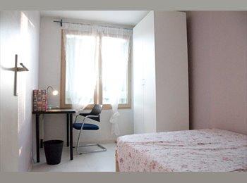 Appartager FR - Chambre à louer dans un appartement spacieux à Champs-sur-Marne , libre immediatement, Champs-sur-Marne - 525 € /Mois