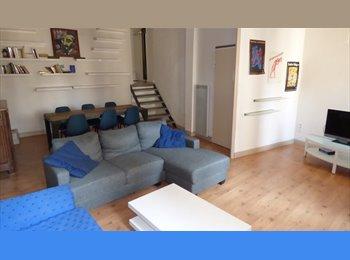 Appartager FR - Duplex standing 93m2 meublé 3 ch intra muros, Avignon - 400 € /Mois