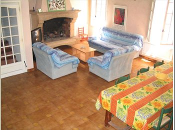 Appartager FR - GDE Chambre individuelle Etud. Intra-muros 12 M2 proximité  FAC, Avignon - 366 € /Mois