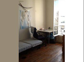 Appartager FR - Belle petite chambre  est parisien, 11ème Arrondissement - 350 € /Mois
