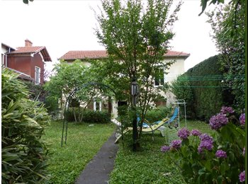 Appartager FR - 04/07/2017 04/07/2017 - A spacy room available in a fully equiped shared  house with garden, Bron - 387 € /Mois