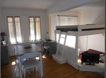 Appartager FR - Gand Studio Mezzanine Centre Nice pour étudiante, Nice - 650 € /Mois