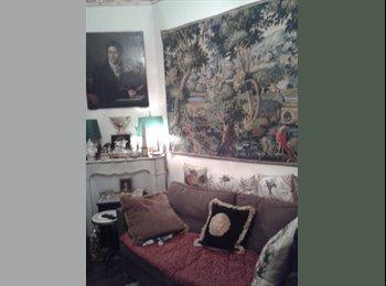 Appartager FR - Nice Room old parisian building propose chambre dans F4 paris XIV proche metro, 14ème Arrondissement - 100 € /Mois