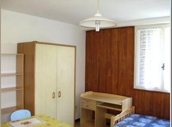 Appartager FR - Studio Meublé disponible avec wifi, dans maison a SMH, Poisat - 420 € /Mois