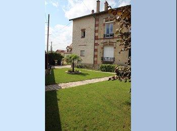 Appartager FR - A LOUER BEAU F2 ATYPIQUE PROCHE LA DEFENSE DANS HOTEL PARTICULIER, Montesson - 570 € /Mois