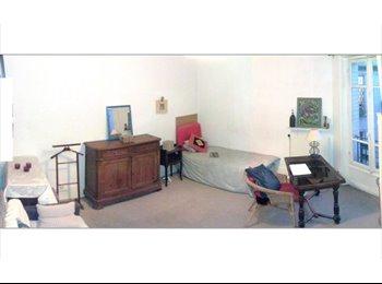 Appartager FR - Loue chambre claire sur cour., 19ème Arrondissement - 600 € /Mois
