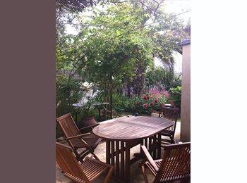 Appartager FR - Chambre dans maison avec jardin calme les aubes centre, Castelnau-le-Lez - 400 € /Mois
