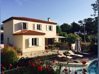 Appartager FR - Collocation dans villa récente avec piscine et jardin, Roquefort-les-Pins - 500 € /Mois