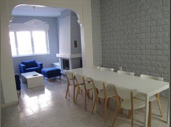 Appartager FR - Maison en colocation - Métro Croix-Centre (L2), Croix - 360 € /Mois