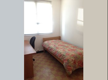 Appartager FR - Appartement en colocation (3 personnes) Marseille, Marseille - 350 € /Mois