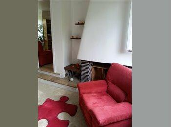 Appartager FR - Chambre indép. dans rdc (indép., 96m2) d'une maison d'architecte avec jardin, Bagnolet - 650 € /Mois