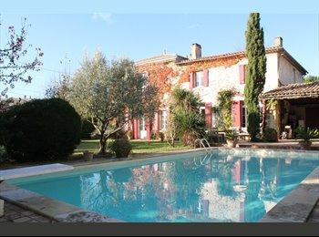 Appartager FR - Chambre à louer dans demeure de charme avec piscine aux portes de Bordeaux, Carbon-Blanc - 450 € /Mois