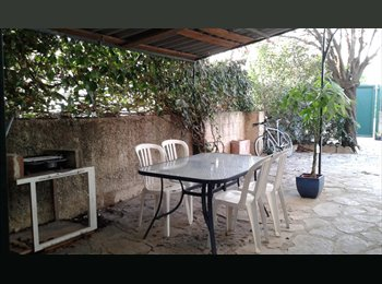 Appartager FR - au RdC d'une villa avec grande terrasse, devant le TRAM, Castelnau-le-Lez - 400 € /Mois